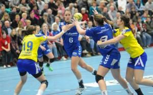 Auch sechs Treffer von Xenia Smits (hinten) reichten gegen Buxtehude nicht zum Sieg. Foto: brink-medien
