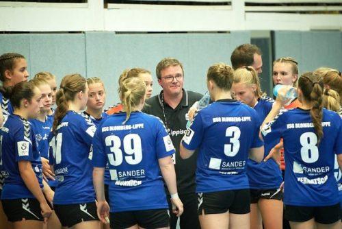 Trainer Björn Piontek bei Team-Timeout, Foto: HSG Blomberg-Lippe